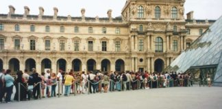 queue au Louvre