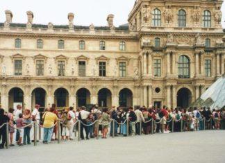 queue au Louvre