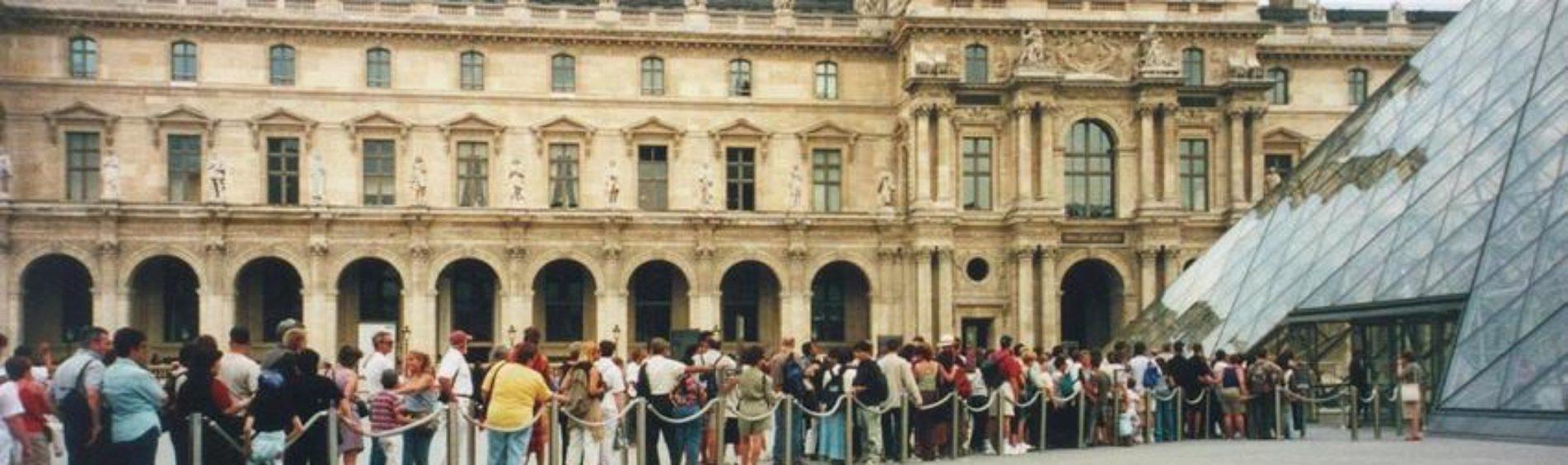 Comment ne pas faire la queue pour visiter le Musée du  Louvre ?